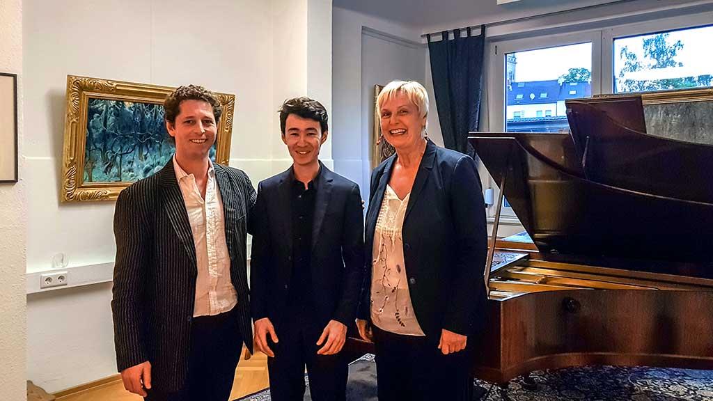Foto von Andrew Higham, Robbin Reza und Gabriele Paqué