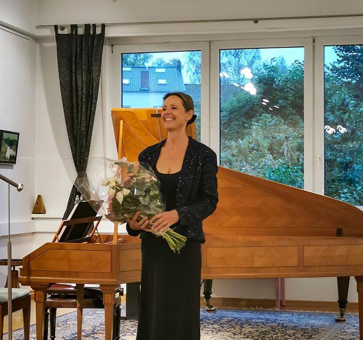 Update 28.09.2020 – Fotos und Kritik vom KONZERT: Urte Lucht (Fortepiano) spielt drei Generationen von Mozart