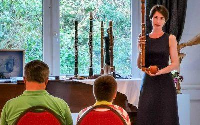 """Update 23.08.2020 – Bericht vom Event: """"Die Geschichte der Klarinette"""" – Ein musikalischer Vortrag unserer neuen Lehrkraft Lisa Shklyaver"""