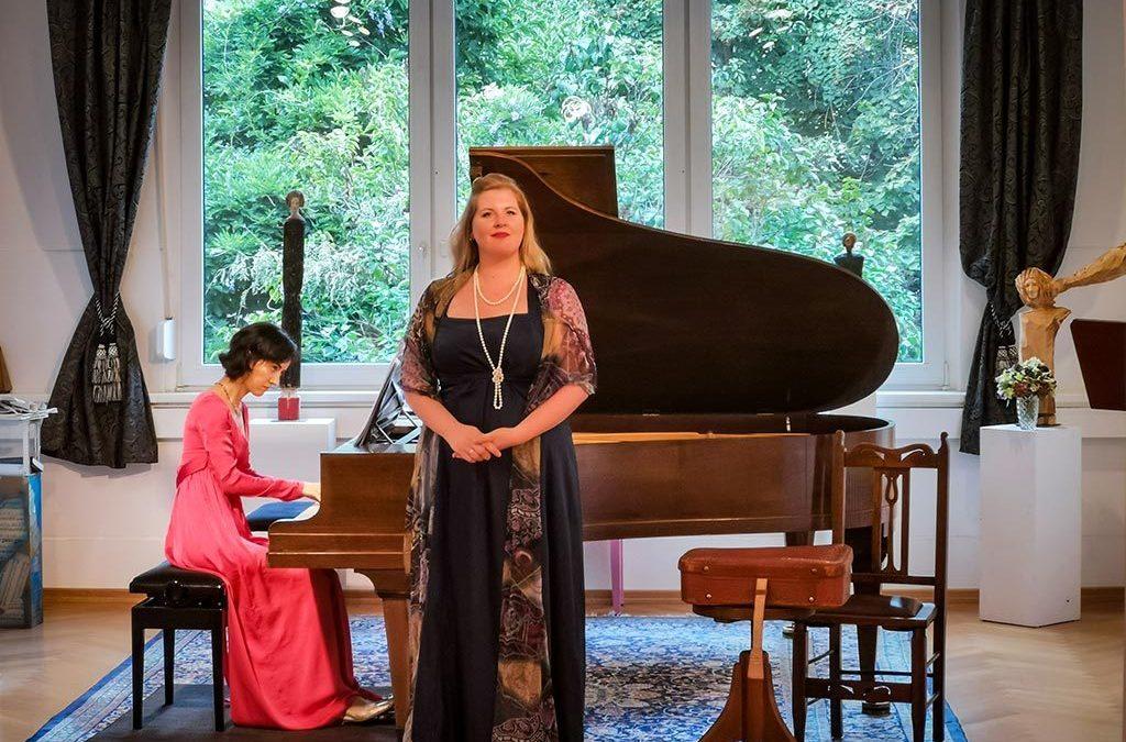 Foto von Simone Hirsch und Nare Karoyan